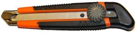 Нож,18 мм,выдвижн.лезвие,винт. фиксатор,металл. направл., обрезин. рукоятка Sturm 1076-09-03
